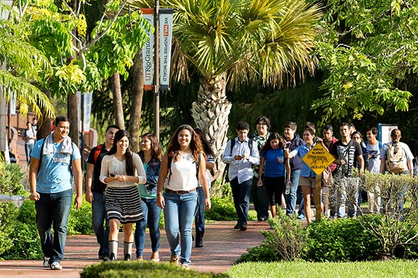 PHOTO 2 - Students, first day, Brownsville Campus