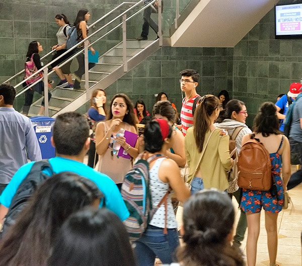 PHOTO 1 - Students, first day of class - EDINBURG CAMPUS