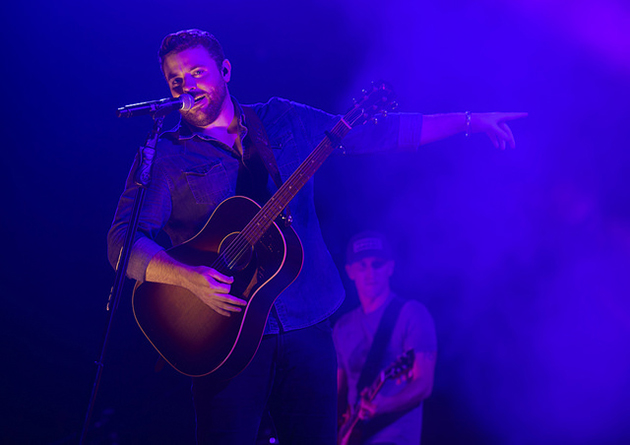 Country music star Chris Young helped wrap up HESTEC 2015 and Community Day on Saturday entertaining a huge crowd spilling over the Quad on the UTRGV Edinburg Campus.