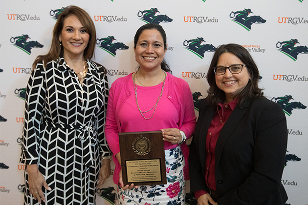Dr. Beatriz Tapia, assistant dean for faculty development, professor in the Department of Pediatrics and director of the STEER Program, accepted the Community Engaged Scholarship Award during the annual Faculty Excellence Awards ceremony on May 4, 2017, held in PlainsCapital Bank El Gran Salón.