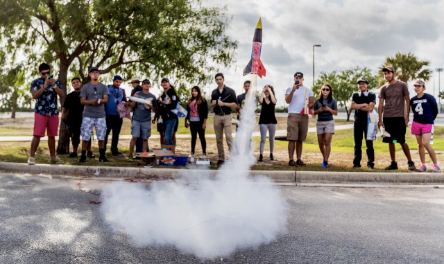 A group of incoming UTRGV freshmen have fun with rockets