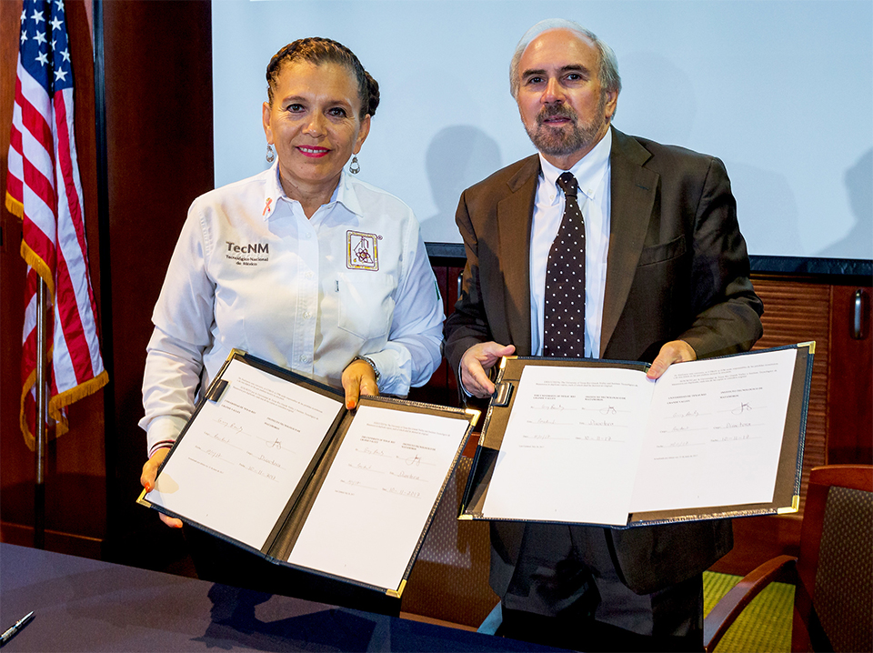 Signing the Memorandum of Understanding documents, displayed here, were Lic. Ana Isabel Lerma Gonzalez, director of the Instituto Tecnológico de Matamoros, and UTRGV President Guy Bailey. (UTRGV Photo by David Pike)