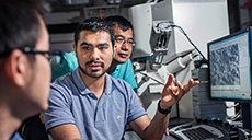 UTRGV transfer students using an electron microscope