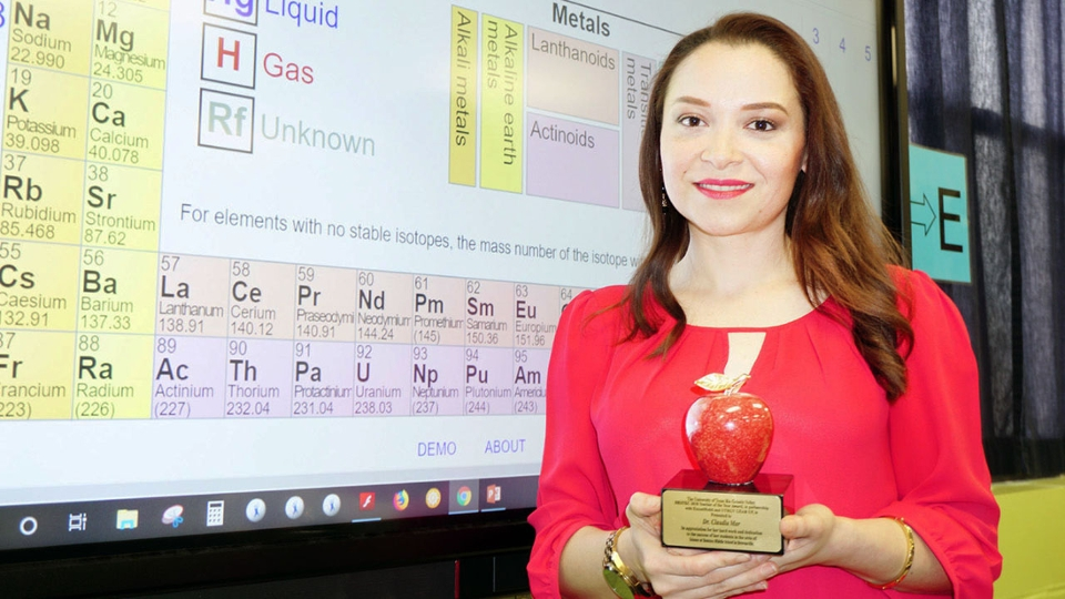 GCR News - Besteiro Middle School science teacher wins top honors at HESTEC